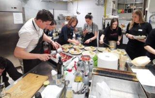 povezovanje ekipe na kulinaričnem team building programu