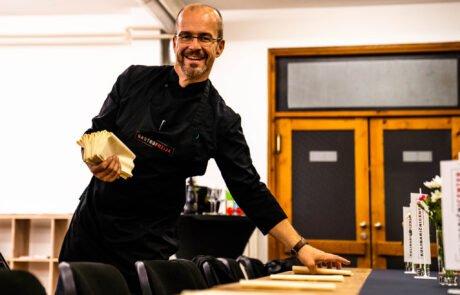 boštjan palčič med pripravami za otvoritev kulinaričnega centra
