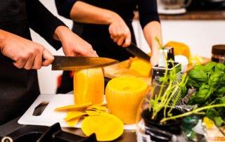 priprava jedi v živo na kuharski delavnici