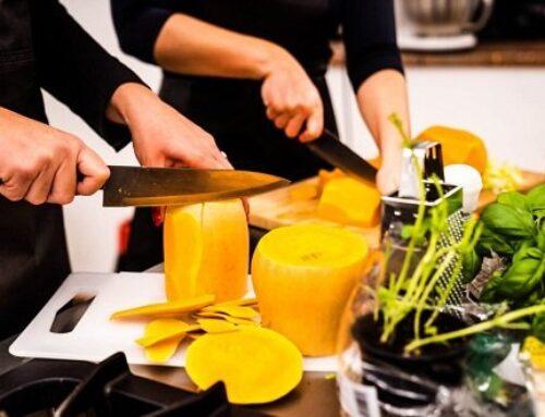 Kako kuhanje, kuharski tečaji in kuharski team buildingi vplivajo na izboljšanje življenskih ter poslovnih spretnosti